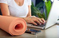 Yoga tijdens de vergadering